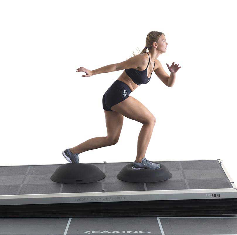 Athlete exercice with reax Tools Mounted on reax Board