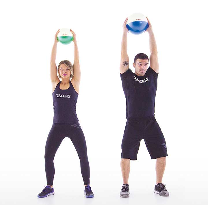 Athletes with fluiballs in their hands play funtional fitness exercices